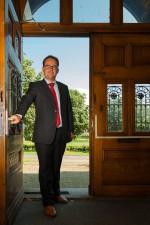 Matthijs-Buddingh opent deur