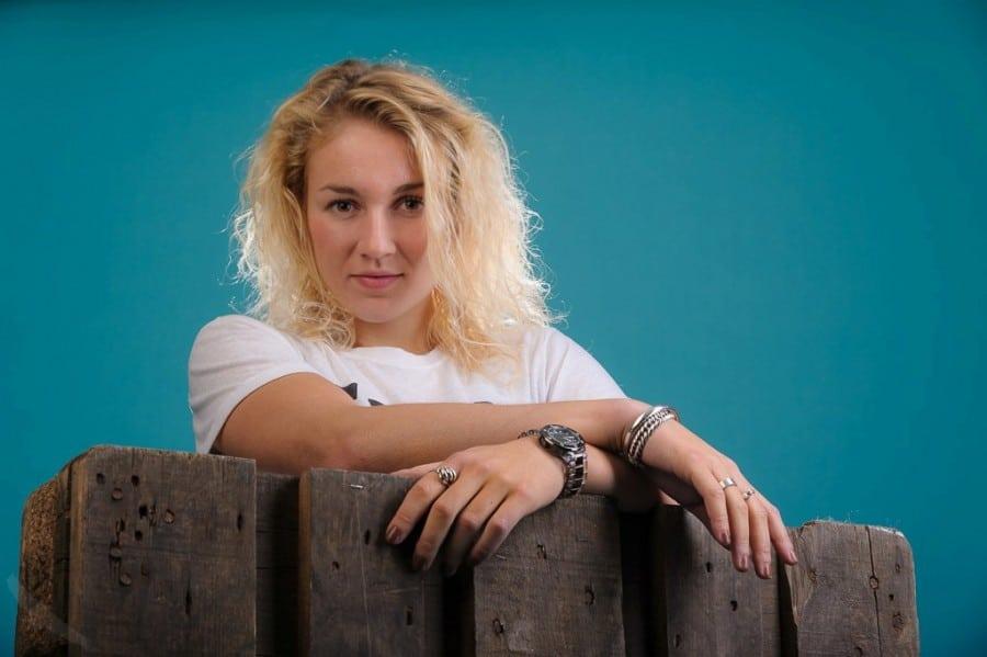 portretfotografie-blauwe achtergrond