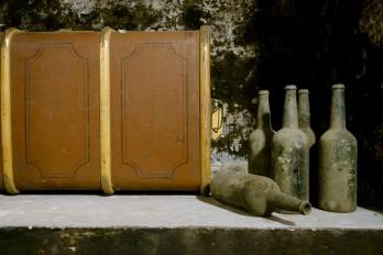 tentoonstelling oude wijnflessen